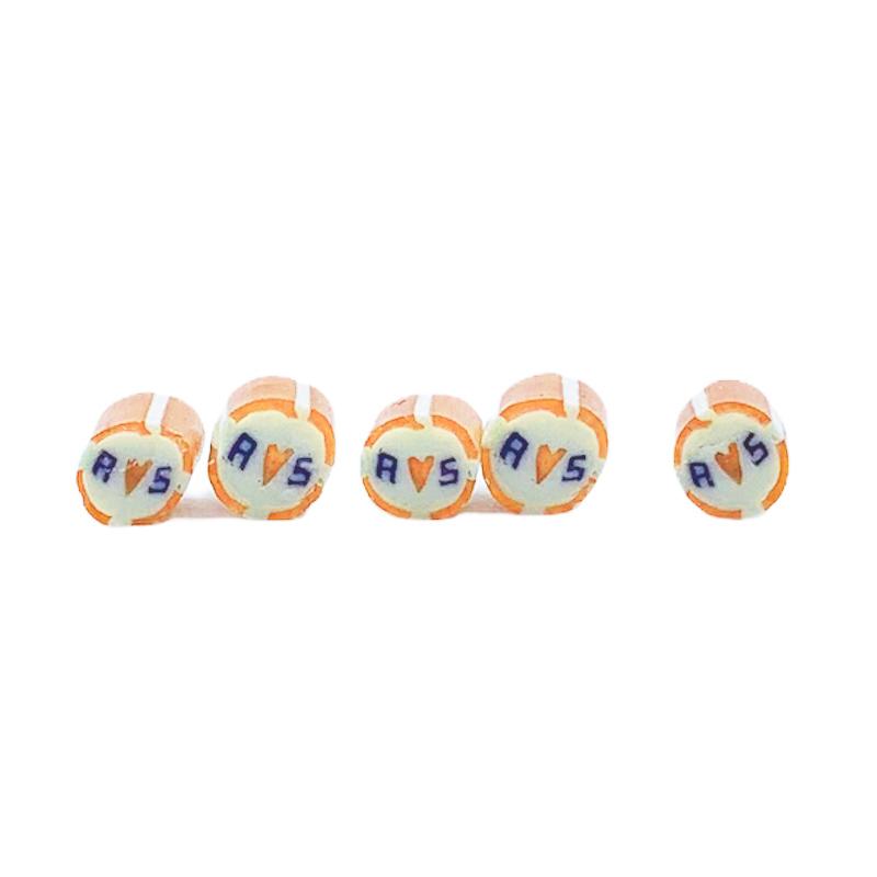 handgemachte Hochzeitsbonbons mit Initialien orange weiß