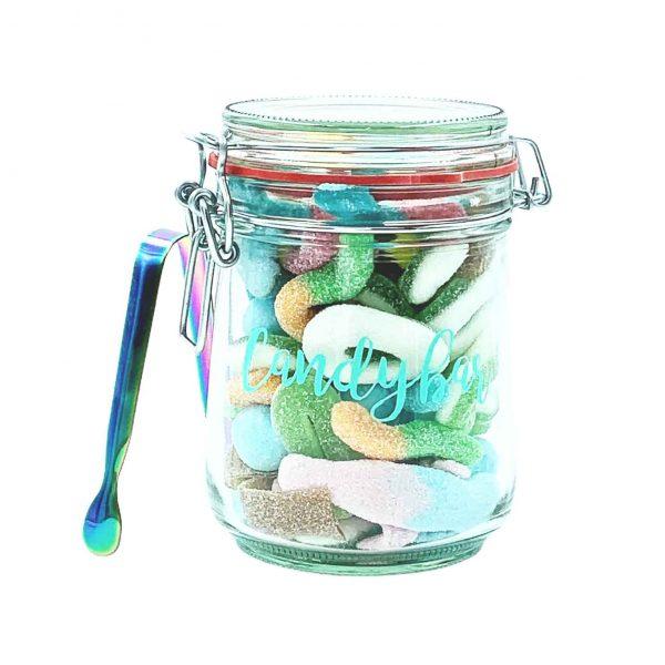 Mini-Candybar mit sauren Fruchtgummis und Zange